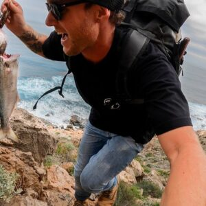 CLIMBING DOWN A DANGEROUS CLIFF FOR FOOD. catch and cook FISH/OYSTERS on an open fire. EP 68