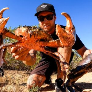 GIANT MUD CRABS - CAUGHT BY HAND - catch and cook on the fire.  EP 75 #Australia #catchandcook